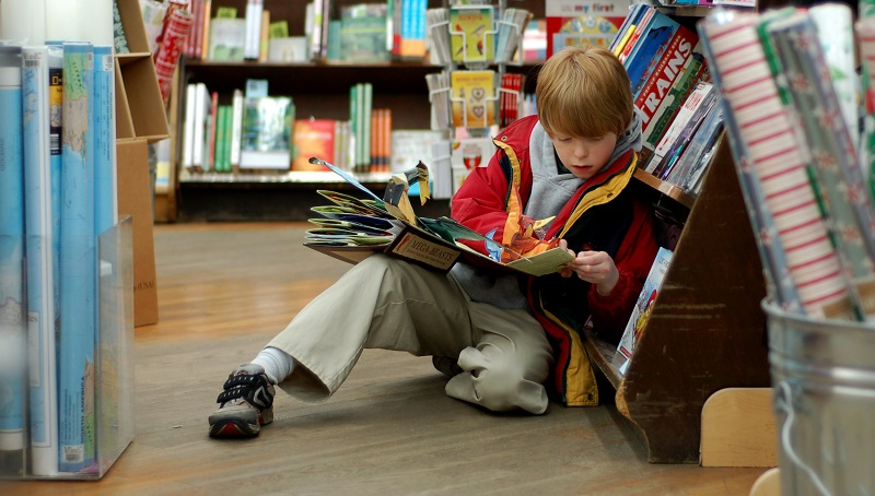 child_reading_at_brookline_booksmith